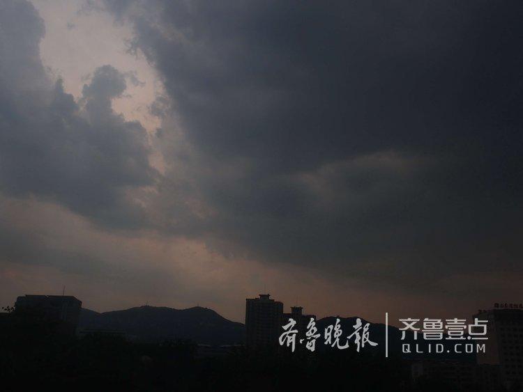 济南这天乌云密布,预报的大雨即将登场!