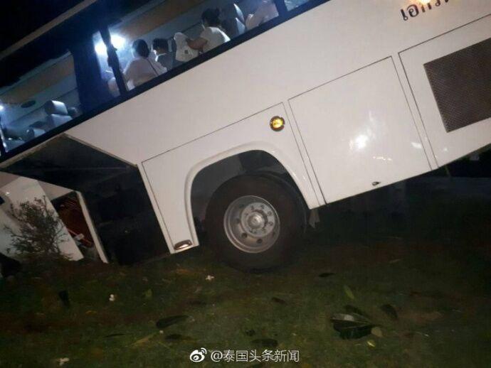 泰媒:中国游客大巴车在泰发生交通事故 所幸无人员受伤