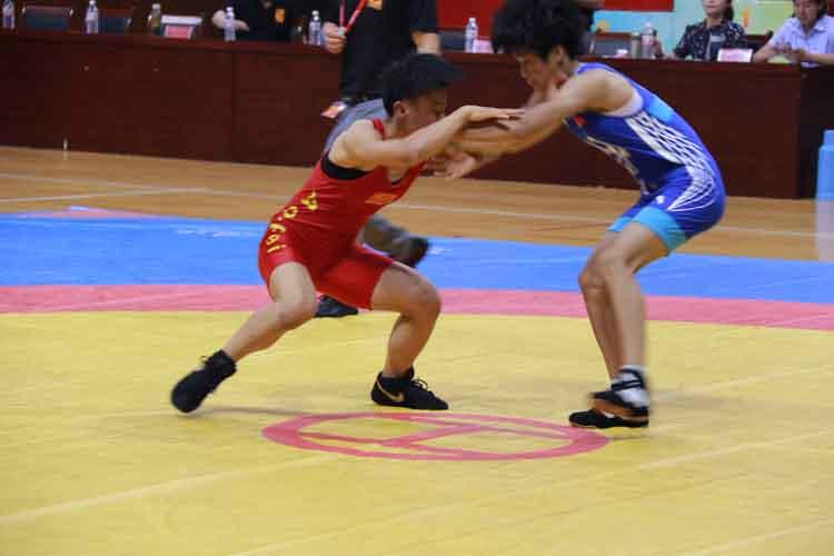 全国近400名女子摔跤运动员来博兴参加比赛