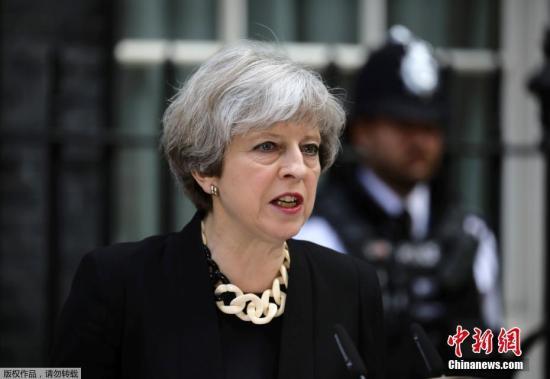 """英首相以退为进 """"脱欧""""蓝图挺过国会最后难关"""