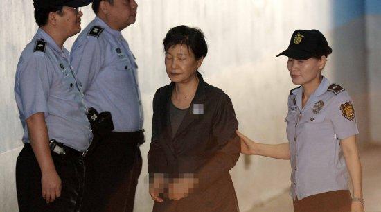 朴槿惠判24年后又被官司找上门!检方求刑12年