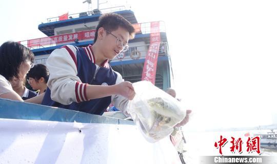 修复长江生态环境 江阴十七年来放流1.6亿尾鱼苗鱼种