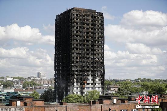 伦敦格林菲尔塔楼火灾现场举行周年纪念活动