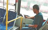 22辆环保大公交车临淄城区启用 配手机充电接口