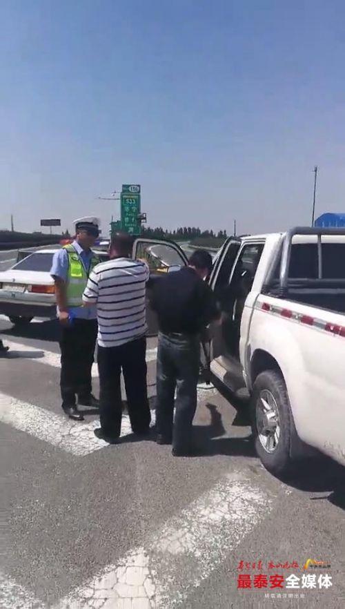 泰安:高速导流线停车 驾驶员被记3分