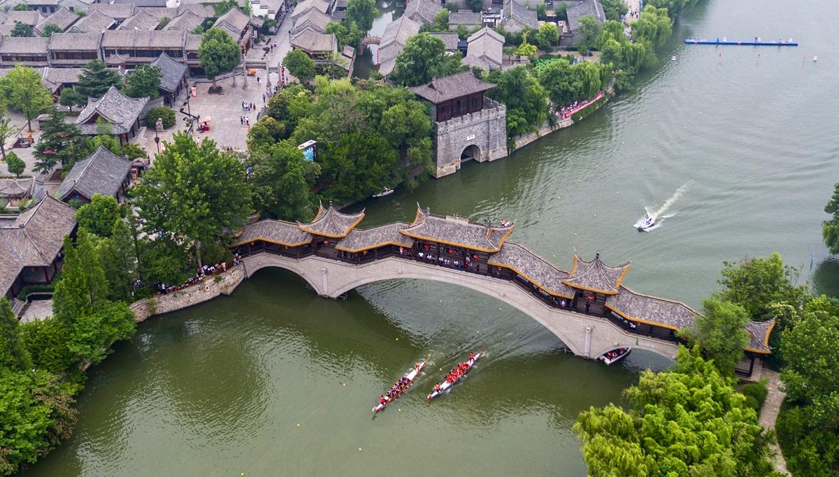 枣庄民俗迎端午 300名中外选手龙舟竞渡古运河