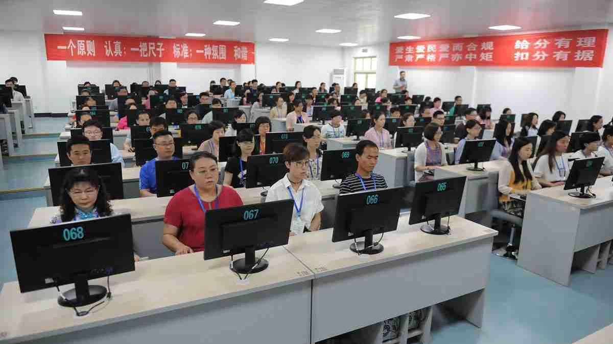 济南中考阅卷现场开放 609名老师评阅53万余份试卷