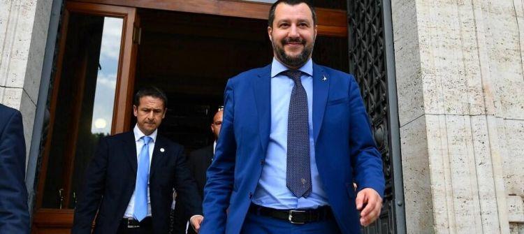 还有这种操作?意强硬部长拒接难民,却呼吁西班牙接收难民船