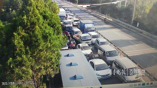 紧急路况:济南黄河大桥南头因事故临时交通管制