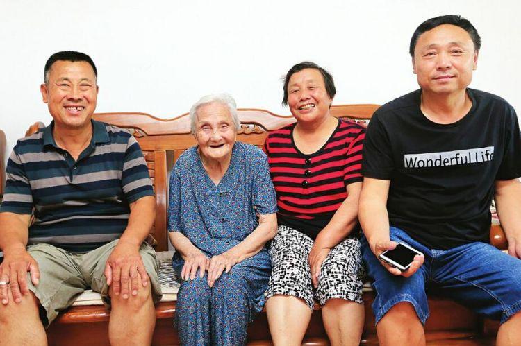 94岁老人金伯凤:与人为善 长寿不难