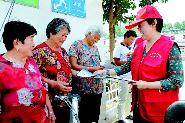 """菏泽市区,活跃着500余名""""创城""""志愿者"""