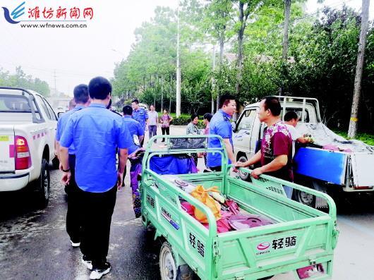 潍坊经济区城管执法清理占道经营 针对重点难点