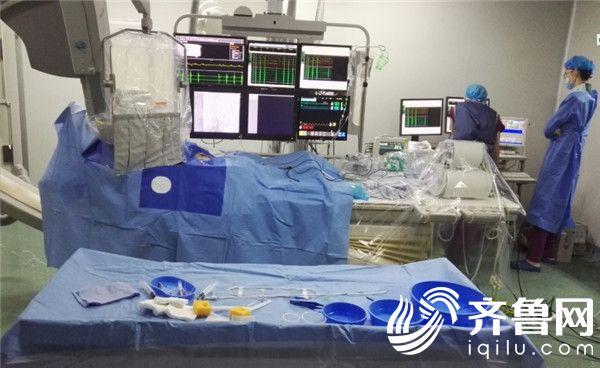 """镜像人的""""心""""生命——毓璜顶医院为右位心患者一次手术治疗三种疾病"""