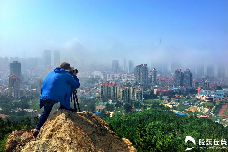 烟台市区现平流雾景观 摄影爱好者登高创作(图)