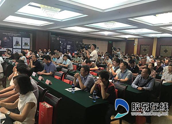 中国食品产业发展与新旧动能转换高峰论坛举行