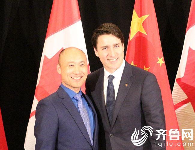 图1:加拿大总理特鲁多对喜旺产品给予高度评价 加拿大总理特鲁多(右)  喜旺集团董事长林强(左)