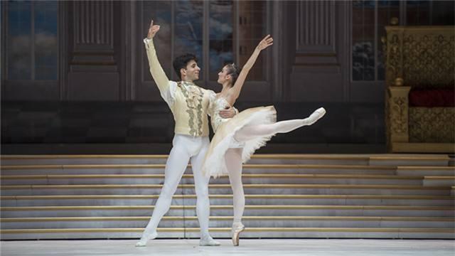童话芭蕾之旅 意大利名团带来新编版《灰姑娘》