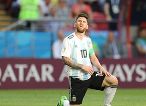 """世界杯八分之一决赛 梅西C罗携手""""回家"""""""