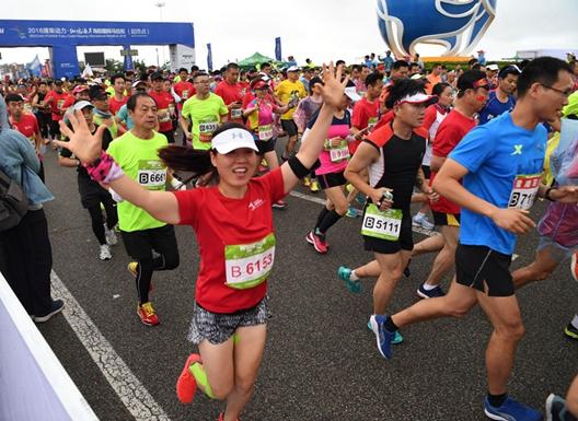 2018海阳马拉松火热开跑 万名选手点燃赛道