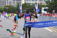2018海阳国际马拉松男子全程三甲出炉!直击冲线瞬间