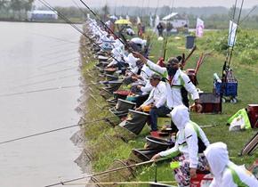 台儿庄举行河钓大赛 580名垂钓高手一决高下