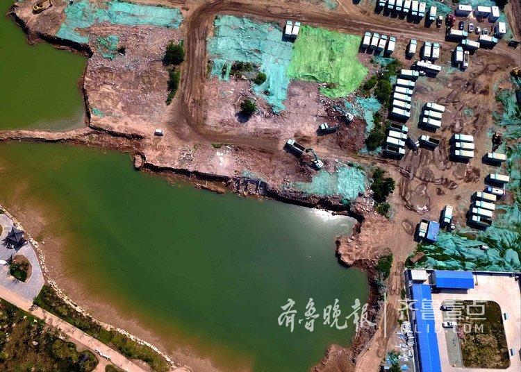 近500辆卡车运土,济南华山湖挖起来不易