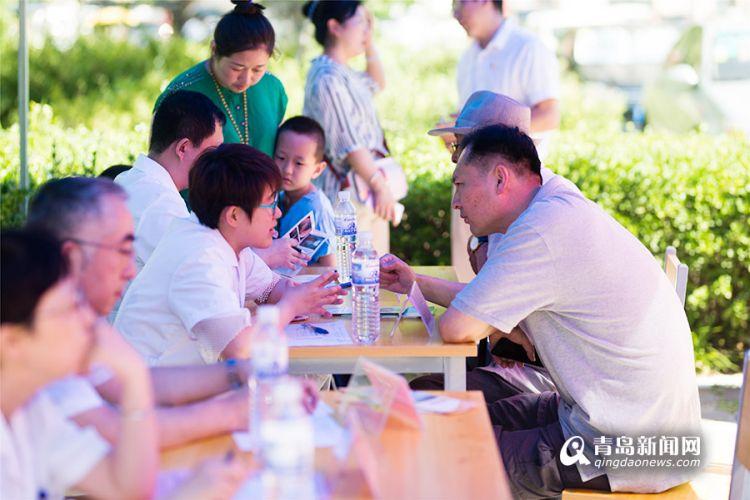 沧口卫生服务中心举办党建义诊 居民在家门口看名医