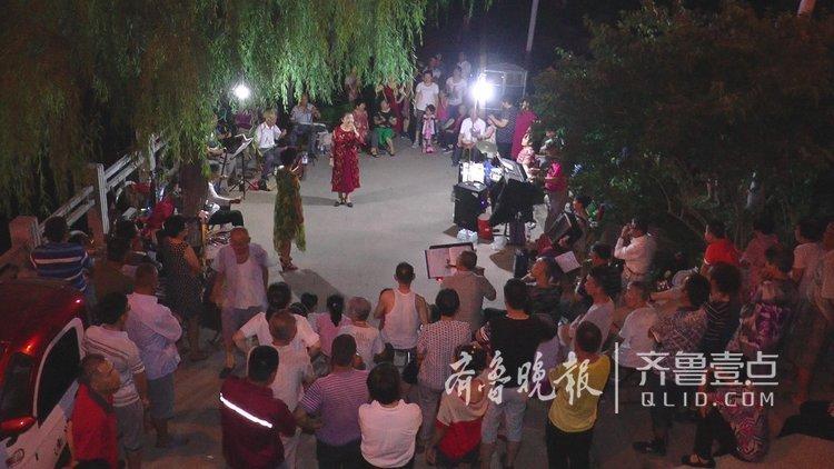 济南庆七一消夏晚会,退休老人唱红歌