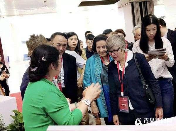 亚太手工艺博览会举办 世界杰出手工艺品徽章作品惊艳亮相
