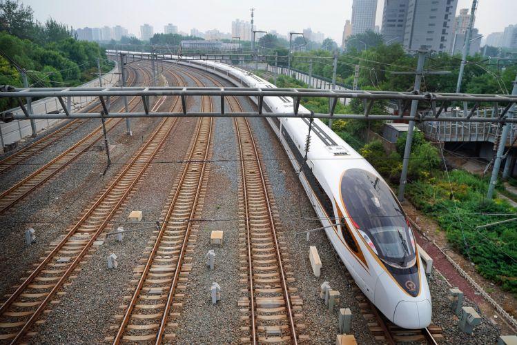 """""""复兴号""""动车组国庆期间在广深港高铁开跑图片"""