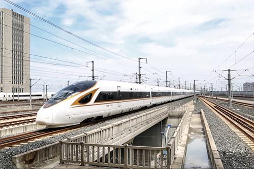"""全球最长高铁列车""""大长金""""在济南停靠"""