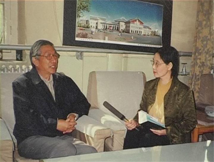 采访中国文学馆馆长
