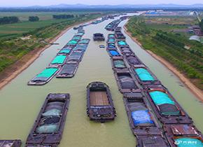 航拍京杭运河枣庄段 因水位限航犹如水上火车