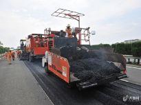 """济南高速公路养护用上""""黑科技"""" 首试就地热再生技术"""
