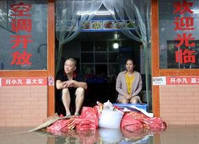 四川遭遇强降雨天气 多地洪水受灾严重