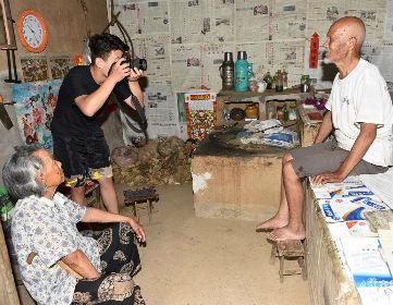 """日照00后小伙探访65个村庄 为老兵拍摄""""不朽相册"""""""