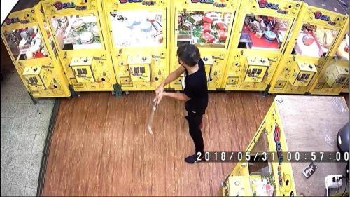 """破坏夹娃娃机盗窃 台湾台中""""铁棍双盗""""落网"""