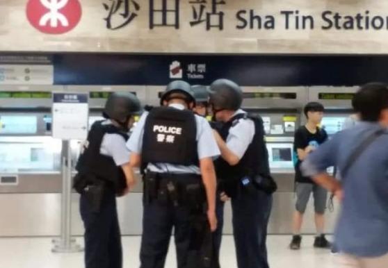 男子持枪威胁香港地铁职员 3小时后又去抢了银行