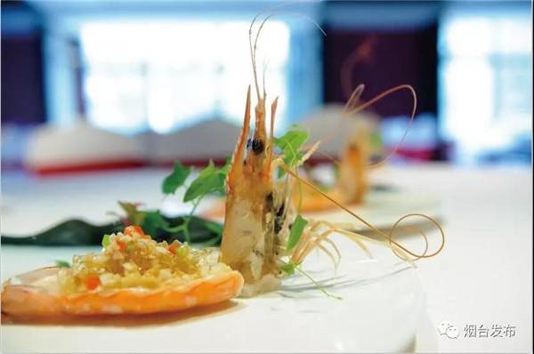 """烟台是鲁菜之都,以海鲜为主要食材的鲁菜是四大菜系之首。一个""""鲜""""字,道出了鲁菜的精髓,也道出了这个城市""""仙境海岸""""的鲜美。"""