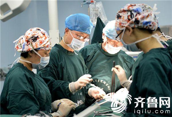 滨州医学院烟台附属医院脊柱外科成功切除上颈椎椎管巨大肿瘤