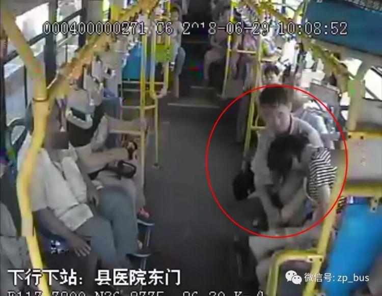 暖心!女孩乘车突然晕厥,滨州公交车临时改道紧急送医