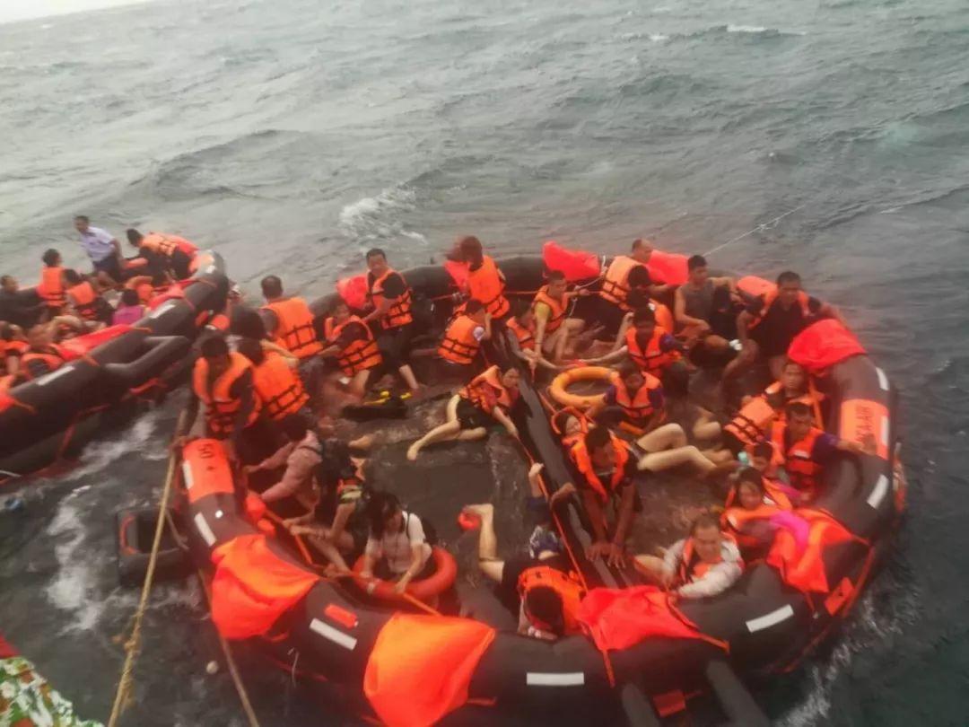 普吉海域两船倾覆 中国游客1人溺亡 数十人失踪