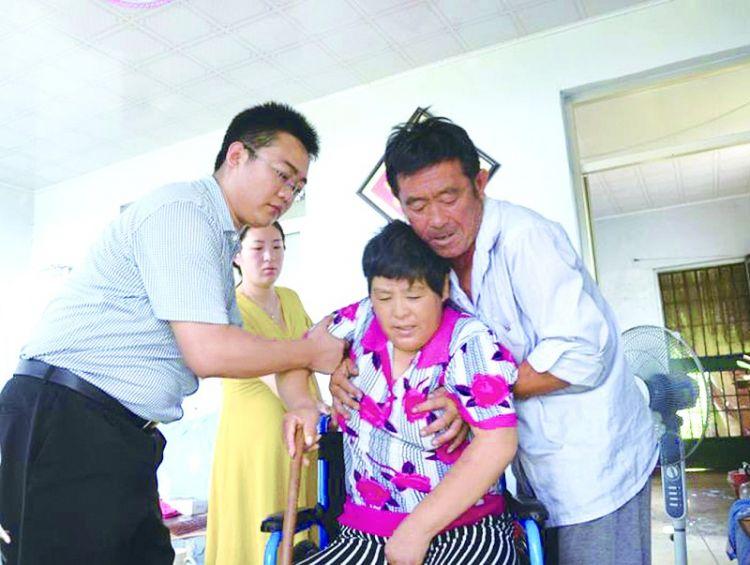高新区:8户困难村民收到助残器械