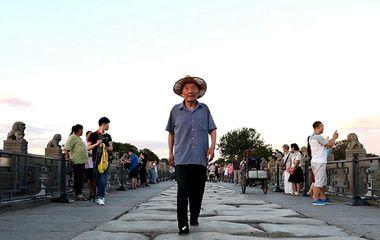 87岁老人坚持67年 义务讲述卢沟桥抗战历史