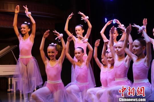 中俄青少年国际汇演同台演绎两国友谊