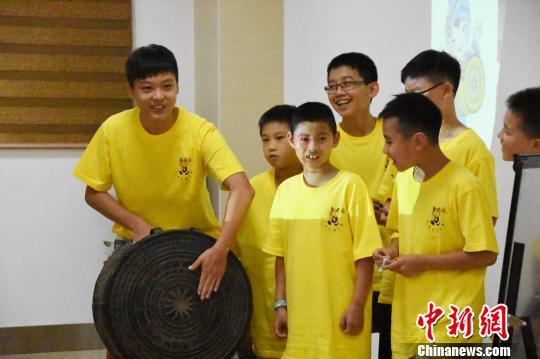 60名华裔青少年赴广西体验传统民族文化