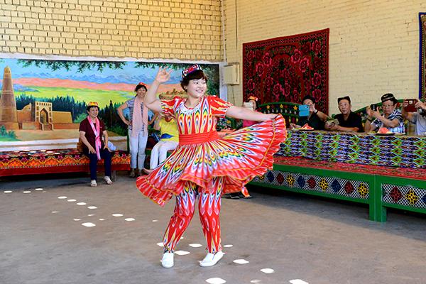44  葡萄沟里维吾尔民族家访