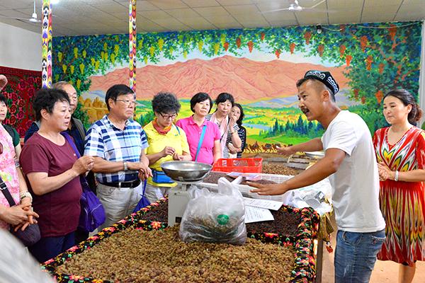 45  葡萄沟里维吾尔民族家访