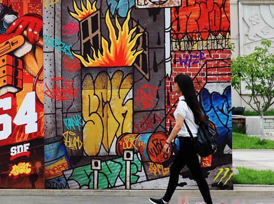 组图:山东首例网红涂鸦街区亮相青岛纺织谷