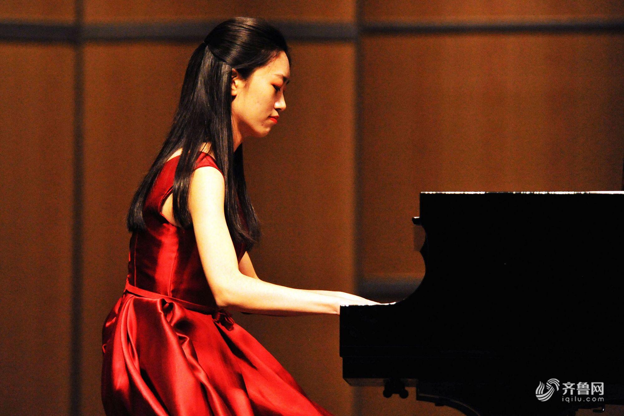 青岛高校大学生钢琴巡演举行 高雅音乐引发共鸣